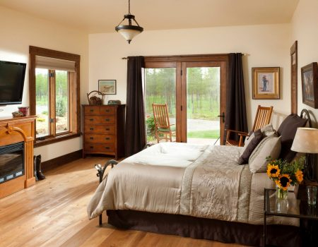 luxurious room at cabin creek landing